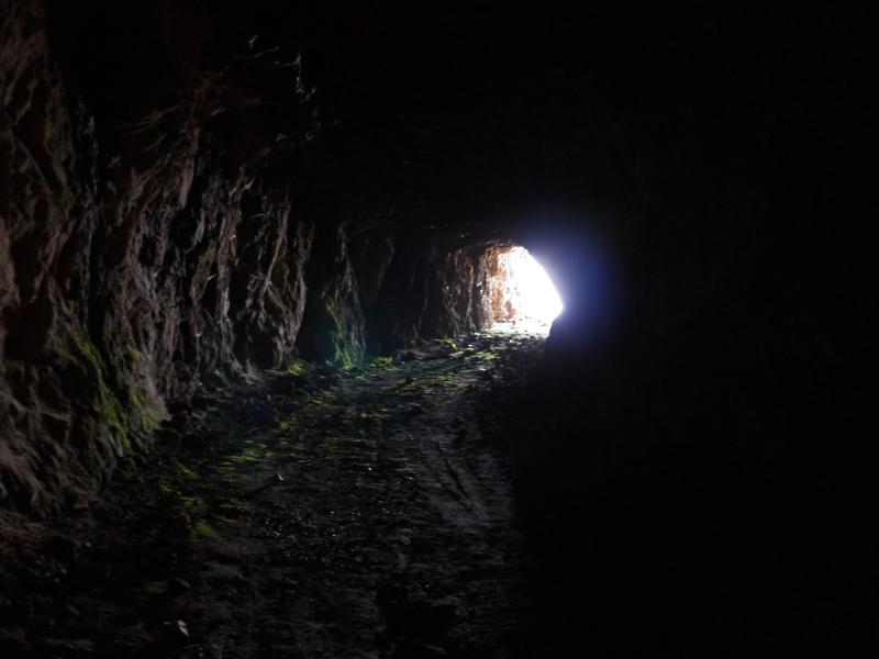 Imbocco di una grotta, miniera