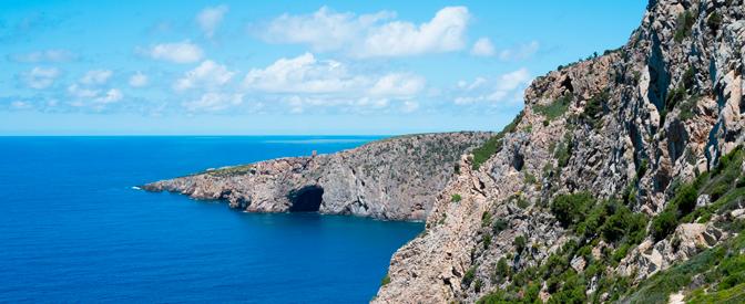 Foto Trekking Cala Domestica: Sospesi sul mare
